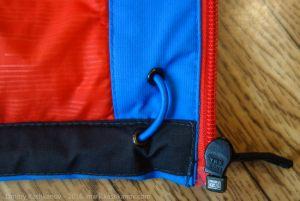 Резинка для утяжки выведена в карман. Детская финская куртка Everest